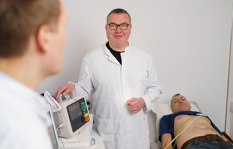 Jochheim Medizin, Darstellung der Defibrillator-Kontrolle