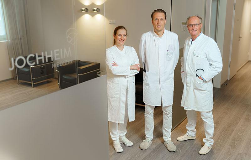 Das Leitungsteam von Jochheim Medizin (v..l.n.r.): Dr. med. Sarah Jochheim, Priv.-Doz. Dr. med. David Jochheim, Dr. med. Reinhard Jochheim